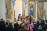 В Неделю 5-ю Великого поста митрополит Антоний совершил Божественную литургию в кафедральном соборе Пресвятой Троицы в Париже