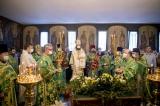 В день Святого Духа Патриарший Экзарх совершил Божественную литургию в Трехсвятительском храме города Парижа
