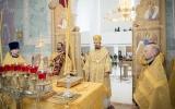 В неделю всех святых в земле Русской просиявших епископ Нестор совершил Божественную литургию в Троицком соборе в Париже