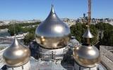 Состоялась установка четырех малых куполов на строящийся Троицкий собор в Париже